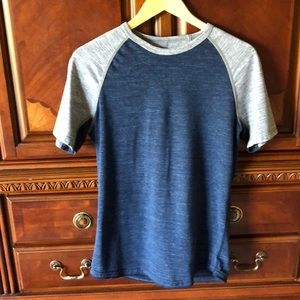American Eagle men's shirt size extra small.